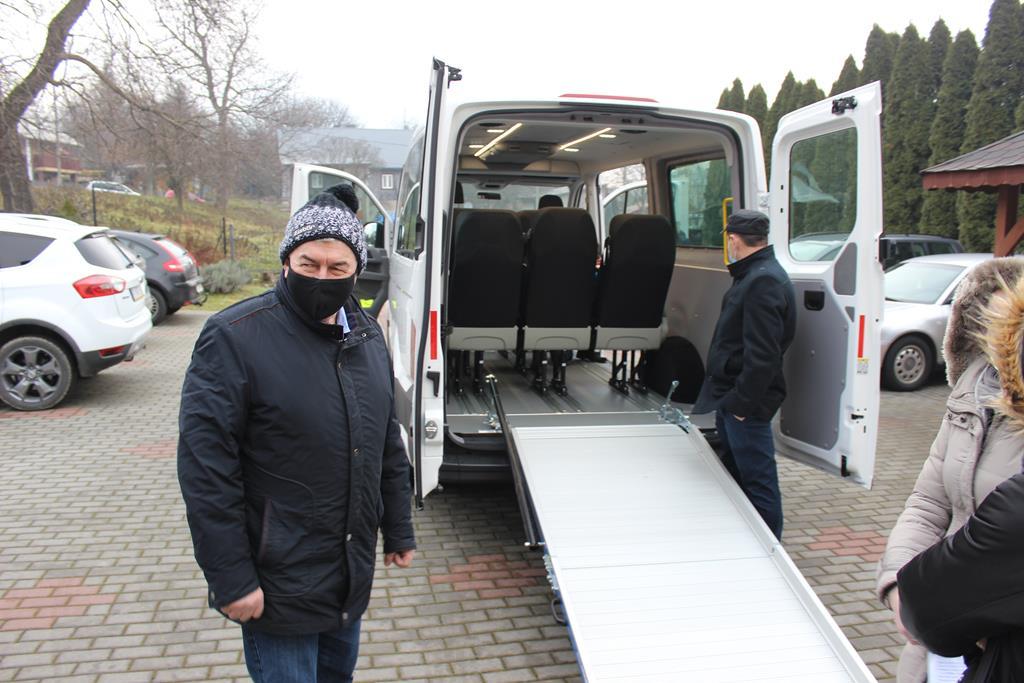 Galeria zdjęć: Nowy 9-cio osobowy mikrobus w Środowiskowym Domu Samopomocy w Pruchniku