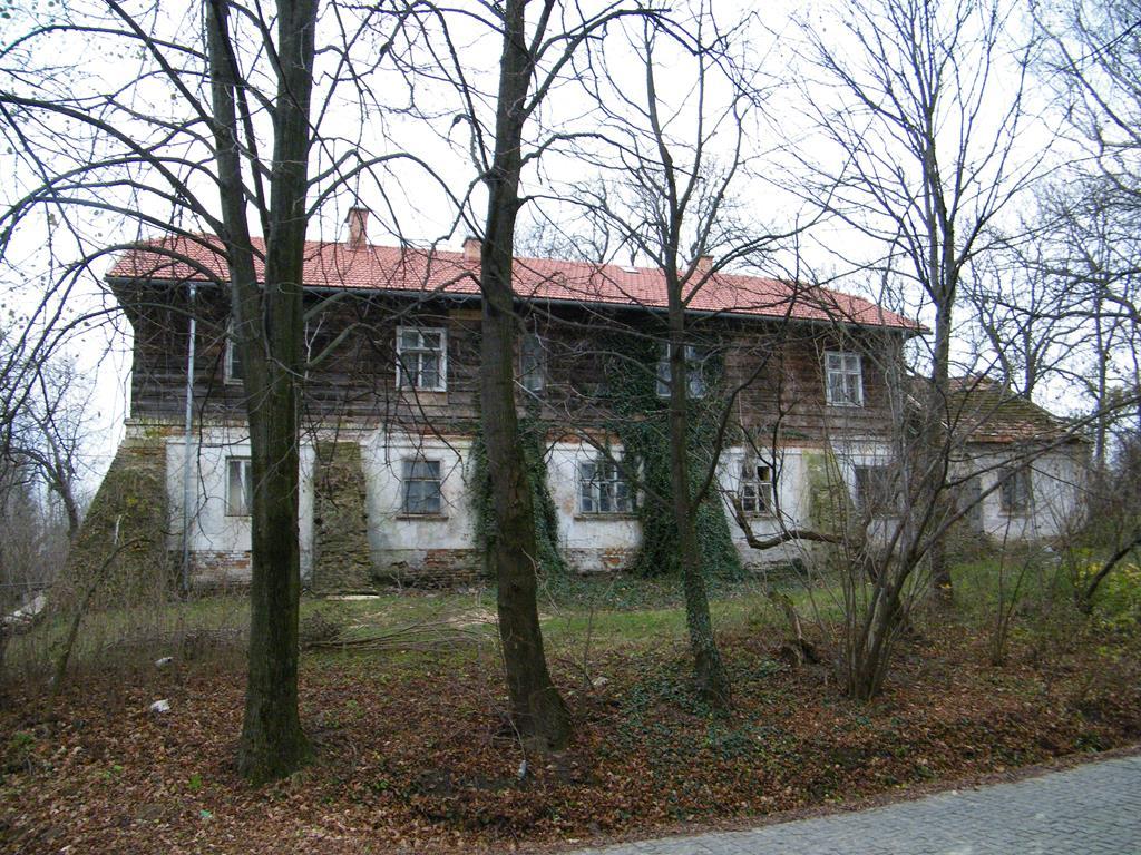 Galeria zdjęć: Dwór w Pruchniku ma nowy dach